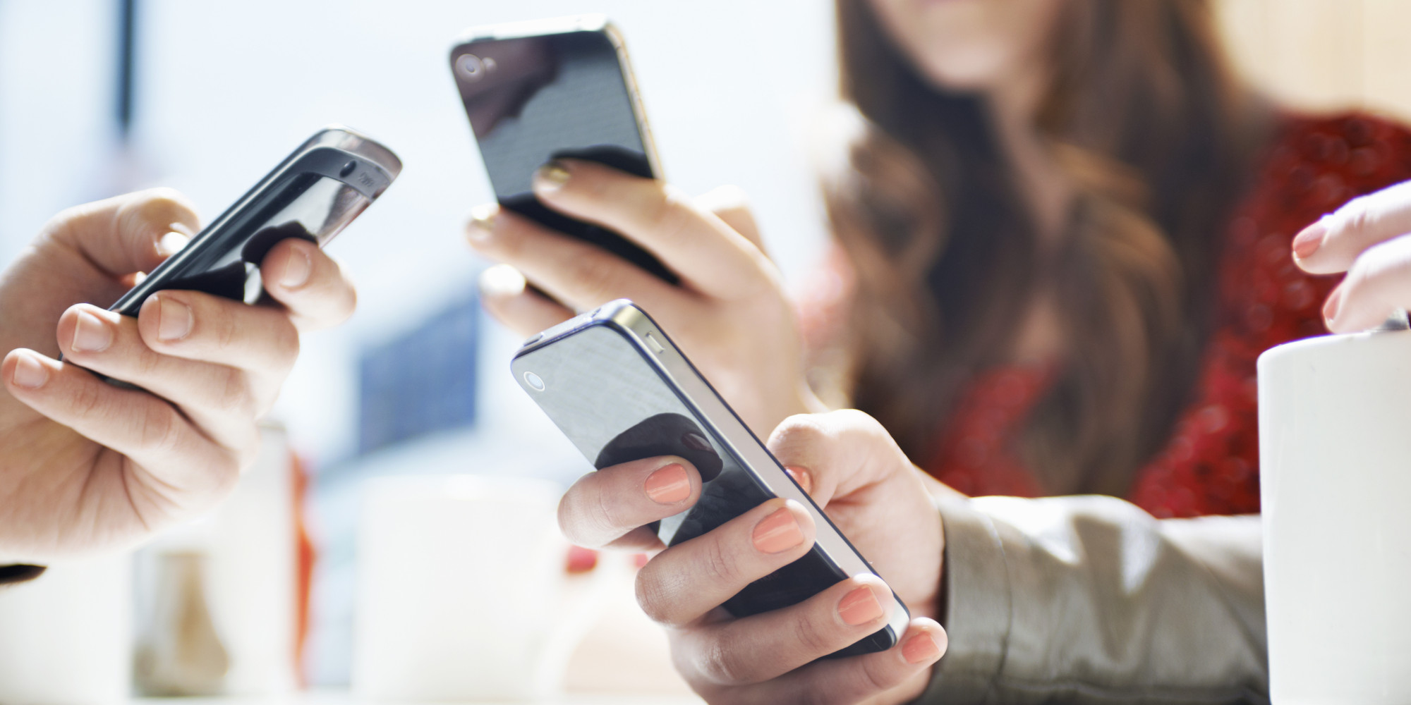 mobile phone trends at social spots